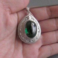 KG-086 Emerald Green Oval NAGA EYE Thai Cave Crystal Amulet Handmade Filigree Sterling Silver Charm Pendant